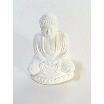 Buda De Yeso. Buda Sobre Flor De Loto