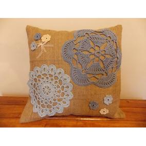Funda Para Almohadón De Arpillera Con Apliques En Crochet