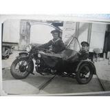 Fotos Motos B&n Una Sidecar Otra Motociclista De Carrerra