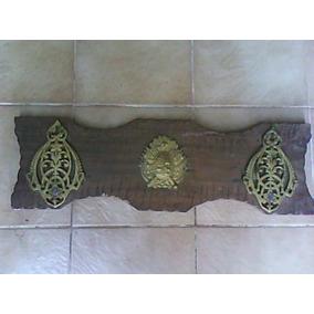Antiguo Perchero Con Escudo Nacional En Bronce