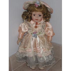 Muñeca De Porcelana Con Base. De Coleccion