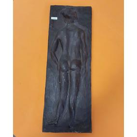 Escultura Tipo Grabado Mujer Desnuda Cerámica.