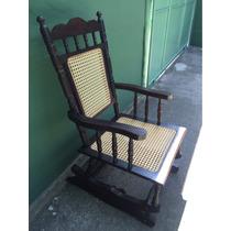 Cadeira De Balanço Antiga De Madeira