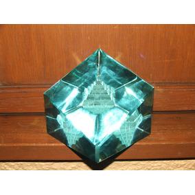 Elegante Pisapapeles De Cristal Con Piramide