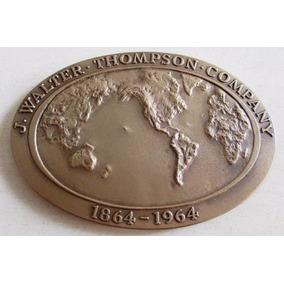 B0016 Placa Comemorativa J. Walter Thompson Company 100 Anos