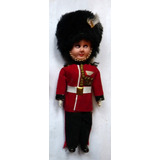 Antiguo Muñeco Figura Traje Típico Londres Guardia Real