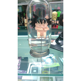 Figura De Resina De Feto Goku En Una Capsula