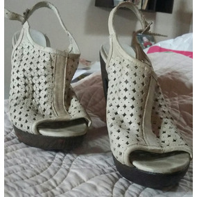 Clona Zapatos De Taco Decuero Color Beige Excelente Estado!