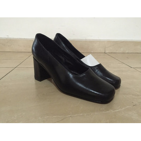 Zapatillas De Dama Color Negro Marcella