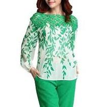Linda Blusa De Seda Branca Com Verde ,com Bordado Na Gola