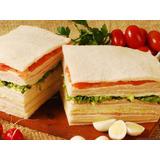 Sandwiches Triples Miga De Jamon Y Queso En Pan Blanco/negro