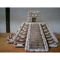 Piramides De Chichen Itza Y Piramide Caracol En Piedra Caliz