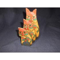 3 Figuras De Gatos De Madera Pintada