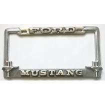 Par Portaplacas Ford Mustang Con Caballos Y Bandera Toma