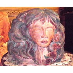 Escultura Figura Estatua Cerámica Mujer Con Rosas.