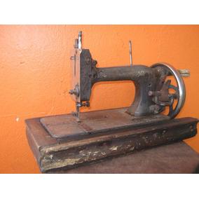 Maquina De Costura Antiga A Manivela