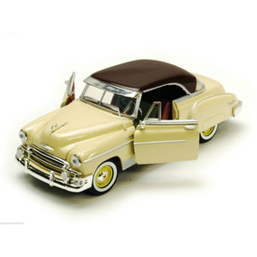 Motor Max 1:24 - 1950 Chevy Bel Air Coupe Beige / Borgoña