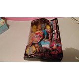 Monster High Freaky Fusion Neighthan Personajes