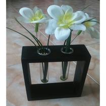 Flor Artificial En Tubos De Ensayo Con Base De Madera