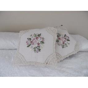 Cojines Hechos A Mano Con Bordado De Liston Y Crochet