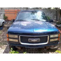 Deshueso Chevrolet Suburban. 1998