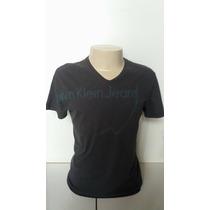 Camiseta Masculina Gola V Calvin Klein Jeans Cinza Escuro