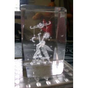 Figura 3d - Hecha En Cristal - Grabado Laser + Base Luminosa