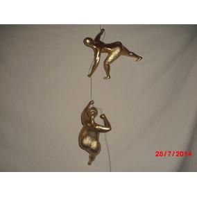 Esculturas De Escaladores Y Escaladoras En Recina