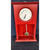 Relógio De Madeira Pendulo Vermelho Dm 2000 Antigo