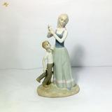 Vintage Figura De Porcelana Iberica Valenciana, Mujer Y Niño