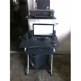 Computadora Utech En Perfectas Condiciones Incluye Mesa..