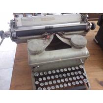 Antigua Maquina De Escribir Royal En Funcionamiento