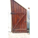 puerta bajo escalera