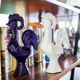 Escultura Enfeite 2 Galos Português Em Cerâmica 25cm