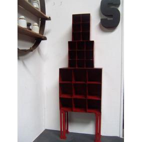 Torre Roja Estanteria Metales Reciclados