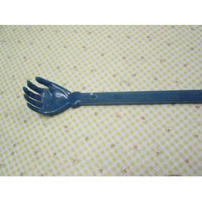 Antigua Manita Rascadora De Plástico Duro Azul