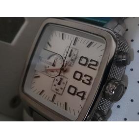 Relógio Disel Quadrado Prata Fundo Branco