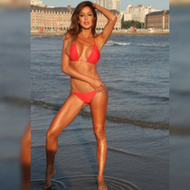 Bikini Triangulo Rojo Con Cadena De Oro Diseños Exclusivos