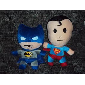 Lote De 2 Peluches Superheroes Batman Y Superman