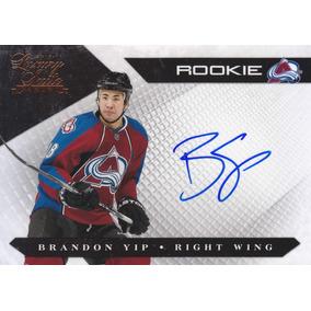 2010 - 2011 Luxury Suite Rookie Autografo Brandon Yip /499