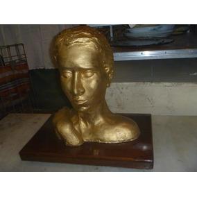 Figura Escultura Rostro Mujer En Cemento Dorada Base Madera