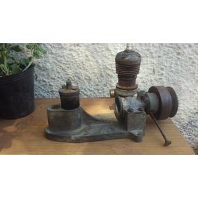 Pieza Rara Antiguo Motor Miniatura Con Bujia Marca Cenit