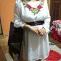 Vestido Chifon Branco Bordado Com Faixa Marrom De Cetim