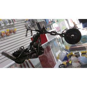 Motocicleta Metalica Hecha De Piezas Reciclables