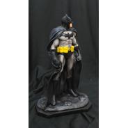 Batman Escultura Em Resina 30cm