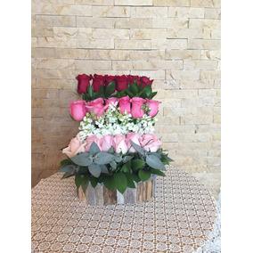 Arreglo Floral - 18 Rosas Con Base De Madera