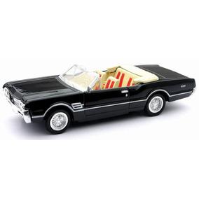 Oldsmobile Cutlass 4-4-2 1966 Escala 1:43 New Ray
