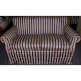 Sofa 2 Cuerpos Estilo Clasico Ingles Tapizado En Raso Baston