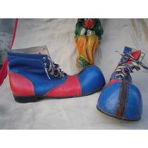 Viejos Zapatos De Payaso En Piel Azul Y Rojo