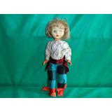 Boneca Antiga Com Defeito E Roupa Típica Usada 42cm Altura